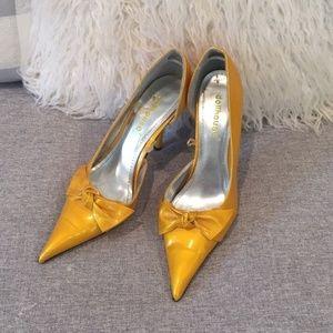 Dollhouse Pointy Toe Gold/Yellow Bow Heels